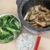 午餐打卡:蒜蓉炒油麦菜,鲳鱼干焖猪腿肉