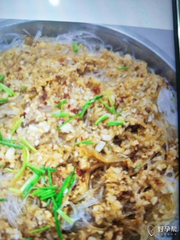 晚餐打卡,生蚝蒸粉丝😘猪蹄煲黄豆,松花菜